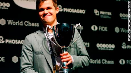 Magnus Carlsen beats Fabiano Caruana to win World Chess Championship