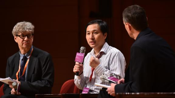 Chinese scientist He Jiankui in a discussion with head of the Laboratory of Stem Cell Biology and Developmental Genetics at the Francis Crick Institute, Robin Lovell-Badge at the Second International Summit on Human Genome Editing in Hong Kong on November 28, 2018.