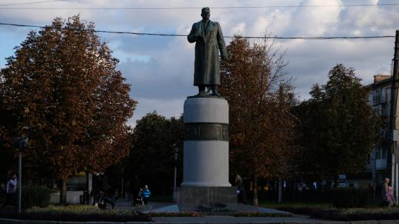 Statues of Russian figures, including soviet World War II generals are also common in Poltava, a permanent reminder of how Ukrainian and Russian history intertwine.