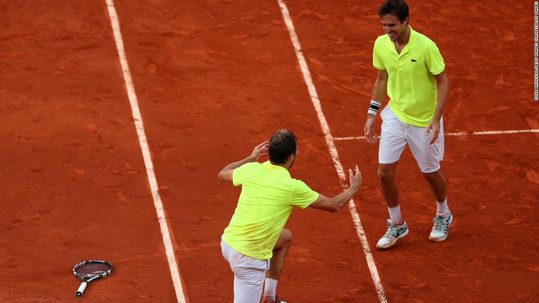 Benneteau excelled in doubles. In 2014 he combined with Edouard Roger-Vasselin to end France's 30-year men's doubles drought at Roland Garros.