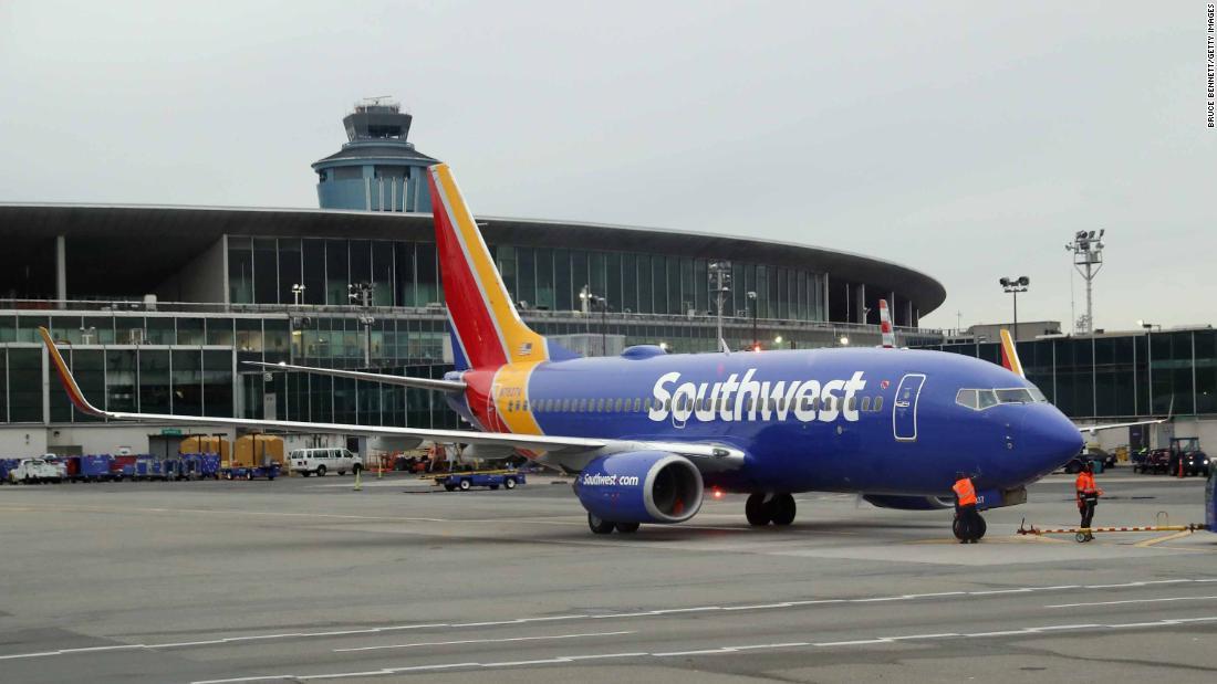 Southwest cancels hundreds of flights as it struggles to get mechanical problems under control