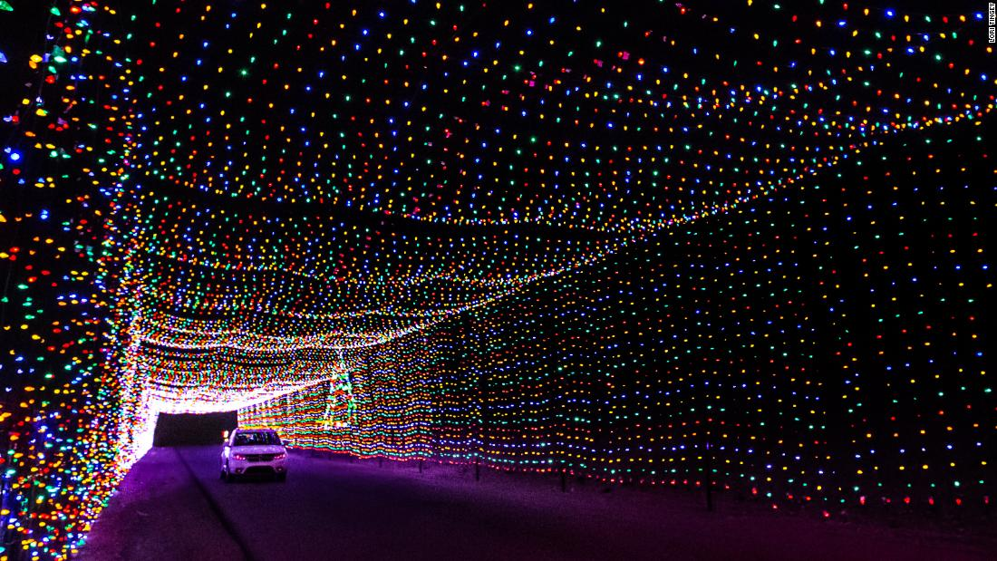 4976ab91b38e 9 best places to see Christmas lights in the USA