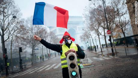 Hundreds arrested in Paris fuel protests
