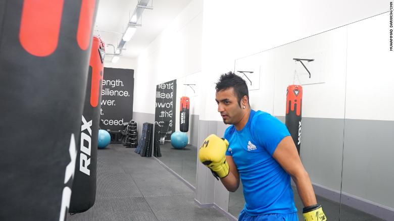 Boxer sends message of support to bullied Syrian