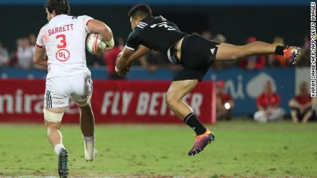 New Zealand's Tone Ng Shiu (R) tackles USA's Danny Barrett during the Final of the Men's Sevens World Rugby Dubai Series Cup between USA an New Zealand on December 01, 2018. (Photo by KARIM SAHIB / AFP)        (Photo credit should read KARIM SAHIB/AFP/Getty Images)