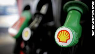 Shell is first energy company to link executive pay and carbon emissions