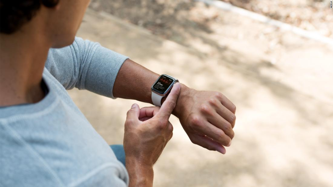 Dr. Sanjay Gupta tests the Apple Watch's new heart monitor