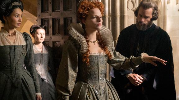 Margot Robbie (center) in 'Mary Queen of Scots'