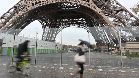 PARIS, FRANCE - DECEMBER 07: The Eiffel Tower will be close to visit due to the yellow vests (gilets jaunes) protests on December 8th in Paris, France on December 07, 2018. (Photo by Mustafa Yalcin/Anadolu Agency/Getty Images)