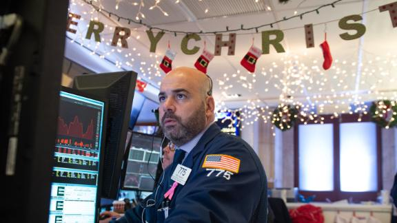 Traders work on the floor at the opening bell of the Dow Industrial Average at the New York Stock Exchange on December 6, 2018 in New York. - Wall Street opened sharply lower Thursday, joining a global stocks sell-off after the arrest of a key Chinese executive at Washington