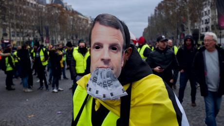France 'gilets jaunes' protesters detained and tear-gassed