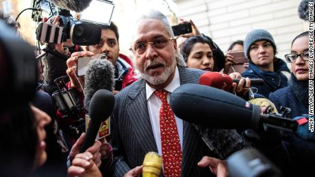 UK court says beer baron Vijay Mallya should be extradited to India