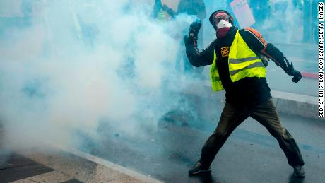 Why The Gilet Jaunes Are Going After Macron