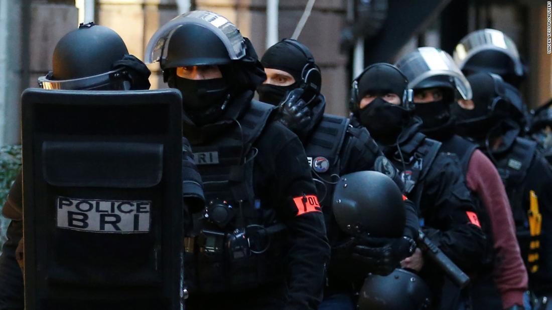 Anti-terror police join manhunt for Strasbourg gunman