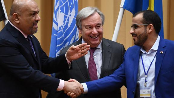 Yemen's foreign minister Khaled al-Yamani (L) and rebel negotiator Mohammed Abdelsalam (R) shake hands under the eyes of United Nations Secretary General Antonio Guterres  during peace consultations taking place at Johannesberg Castle in Rimbo, north of Stockholm, Sweden, on December 13, 2018. - Yemen's government and rebels have agreed to a ceasefire in flashpoint Hodeida, where the United Nations will now play a central role, the UN chief said. (Photo by Jonathan NACKSTRAND / AFP)        (Photo credit should read JONATHAN NACKSTRAND/AFP/Getty Images)