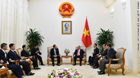 North Korea's Foreign Minister Ri Yong Ho (centre L) and Vietnamese Prime Minister Nguyen Xuan Phuc (centre R) talk during a meeting at the Government Office in Hanoi on December 1, 2018. (Photo by Manan VATSYAYANA / POOL / AFP)        (Photo credit should read MANAN VATSYAYANA/AFP/Getty Images)