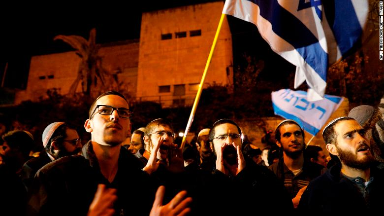 Israelis protest outside Netanyahu's residence in Jerusalem on Thursday.
