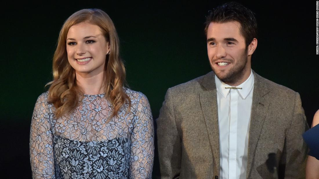 Former 'Revenge' stars Emily VanCamp and Josh Bowman are married