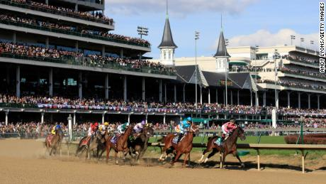 LOUISVILLE, KY - NOVEMBER 03:  The field runs the first turn in the Breeders' Cup Distaff during day 2 of the Breeders' Cup at Churchill Downs on November 3, 2018 in Louisville, Kentucky.  (Photo by Andy Lyons/Getty Images)