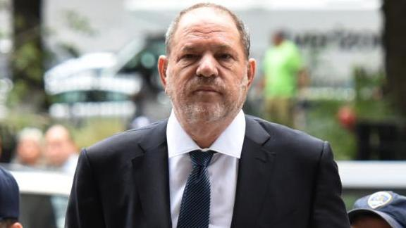TOPSHOT - Harvey Weinstein (C) arrives at Manhattan Criminal Court for a hearing on October 11, 2018 in New York City. (Photo by TIMOTHY A. CLARY / AFP)        (Photo credit should read TIMOTHY A. CLARY/AFP/Getty Images)