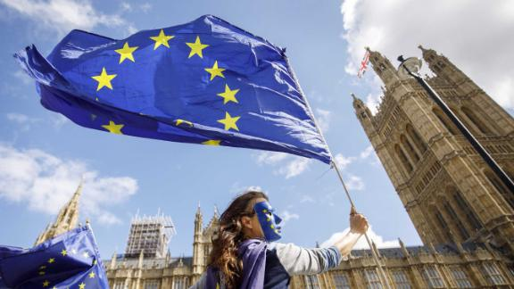 "Pro-European Union demonstrators protest outside the Houses of Parliament against the first vote today on a bill to end Britain's membership of the EU on September 11, 2017. - MPs hold their first vote today on a bill to end Britain's membership of the EU, which ministers say will avoid a ""chaotic"" Brexit but has been condemned as an unprecedented power grab. (Photo by Tolga Akmen / Tolga Akmen / AFP)        (Photo credit should read TOLGA AKMEN/AFP/Getty Images)"