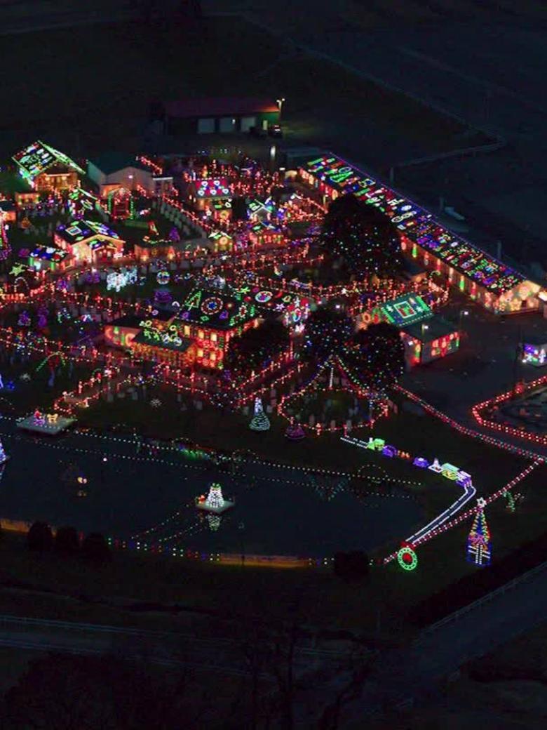181221074816 Christmas Village Light Orig En 00005814 Exlarge 34 Jpg