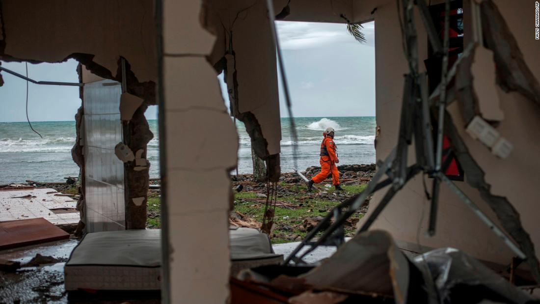 dccaed0dfc49 How Indonesia s tsunami warning system failed its citizens again - CNN