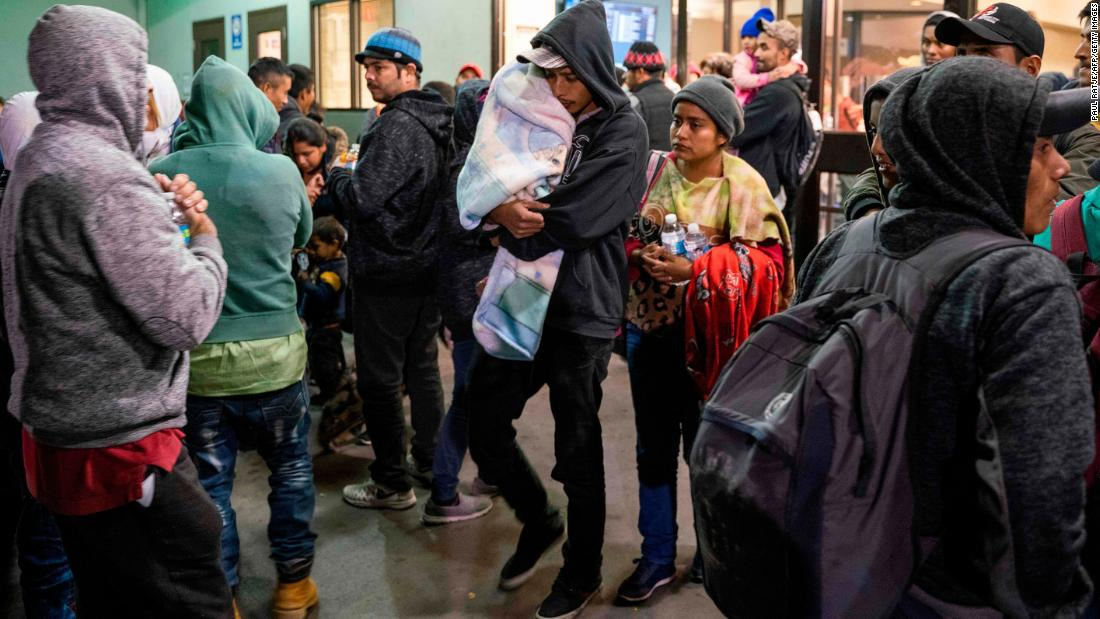 More than 500 migrants dropped off in El Paso, nonprofit says – Trending Stuff