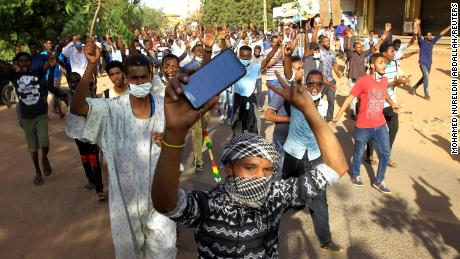 Sudan cracks down on growing anti-government protests
