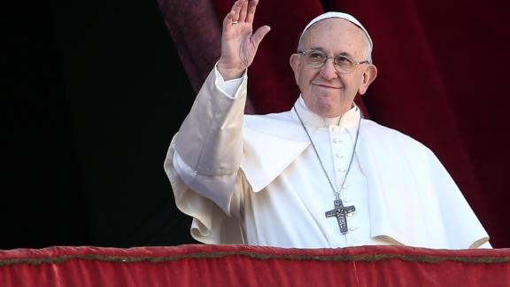 VATICAN CITY, VATICAN - DECEMBER 25: Pope Francis waves to the faithful as he delivers his Christmas