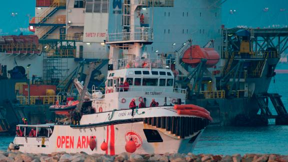 The ship of Spanish NGO Proactiva Open Arms arrives in the southern Spanish port of Algeciras in Campamento near San Roque, with 311 migrants on board,on December 28, 2018. - The Spanish NGO Proactiva Open Arms