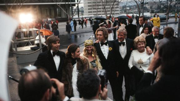 Bridges, center, arrives with his family to the Academy Awards in 1975. His father has his arm around him. At left is his brother, Beau.
