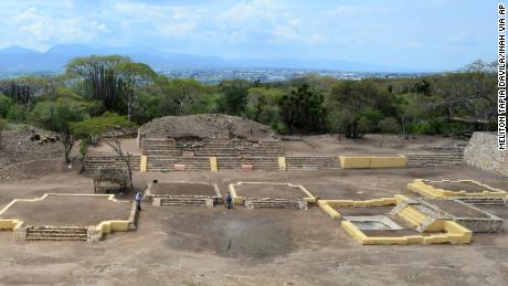 The Ndachjian--Tehuacan ruins were built by the Popoloca Indians