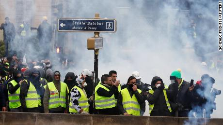 'Yellow vest' protests across France trigger spurts of violence, calls for calm
