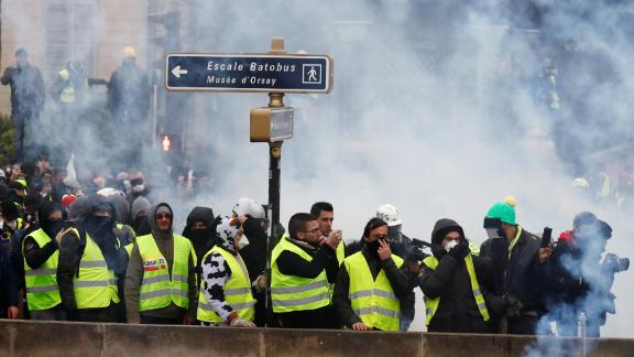 """Protesters wearing yellow vests take part in a demonstration by the """"yellow vests"""" movement in Paris, France, January 5, 2019. REUTERS/Gonzalo Fuentes"""