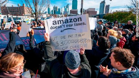 "Protesters gather in Long Island City to say ""No"" to the Amazon ""HQ2"" decision on November 14, 2018 in Long Island City, New York. - It's exciting for some, worrisome for others: The arrival of a massive headquarters of technology giant Amazon in two East Coast communities is certain to bring huge changes. Amazon announced Tuesday after a yearlong search that it would split its ""HQ2"" between Arlington, Virginia, outside the US capital, and the Long Island City neighborhood in the New York borough of Queens. (Photo by Don EMMERT / AFP)        (Photo credit should read DON EMMERT/AFP/Getty Images)"