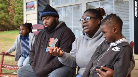 TSA officer Jessica Caraballo and her family spoke to CNN at a relative's home in Griffin, GA. From left to right: Daellah Miller, 7, Shalique Caraballo, 29, Jessica Caraballo, 31, and DaMara Miller, 5.