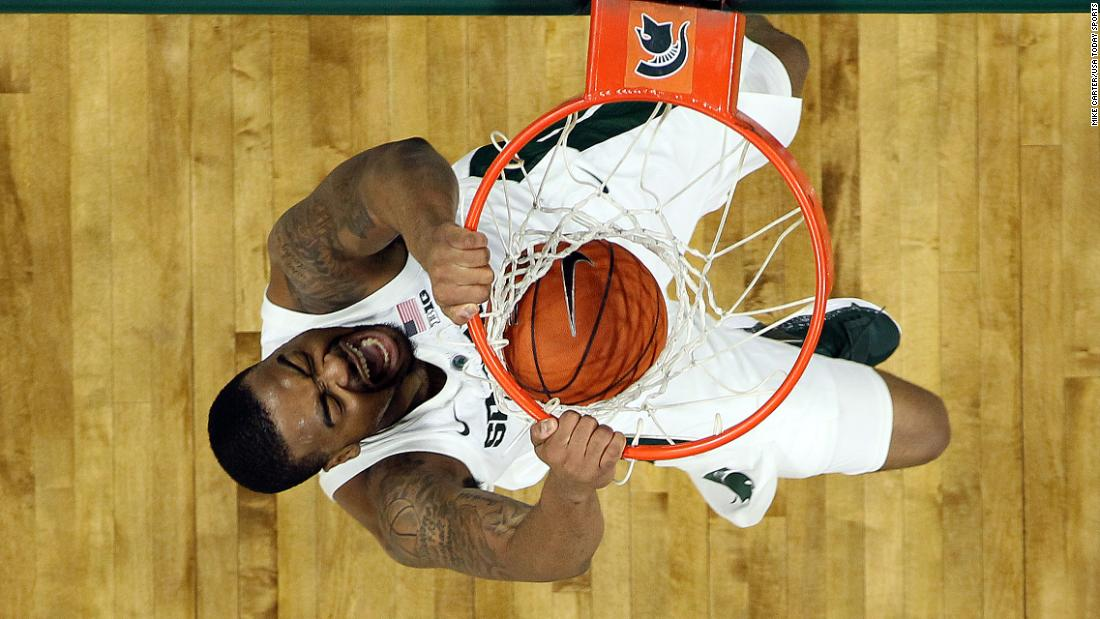 Michigan State forward Nick Ward throws down a dunk during a Big Ten game against Northwestern on Wednesday, January 2.