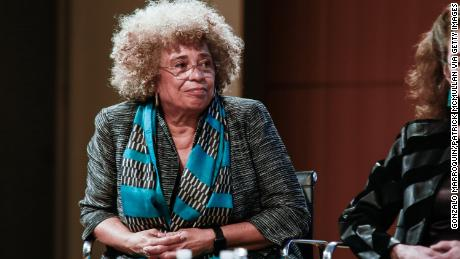 Civil rights institute in Alabama rescinds award for Angela Davis