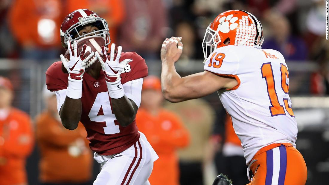 Alabama wide receiver Jerry Jeudy hauls in a 62-yard touchdown pass to tie the game at 7-7 early in the first quarter.