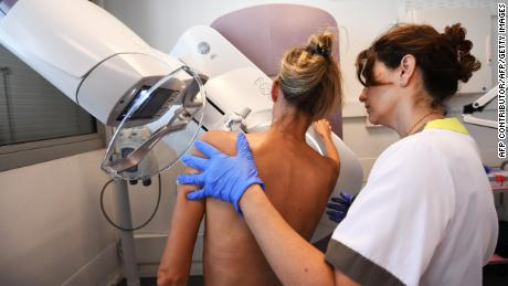A patient has a mammogram, on October 9, 2017 at the Paoli-Calmette institute, a fight against cancer regional centre.  / AFP PHOTO / ANNE-CHRISTINE POUJOULAT        (Photo credit should read ANNE-CHRISTINE POUJOULAT/AFP/Getty Images)