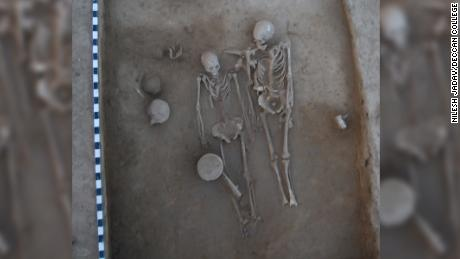 Ancient lovers were found at Indian burial sites mystify and intrigue archaeologists