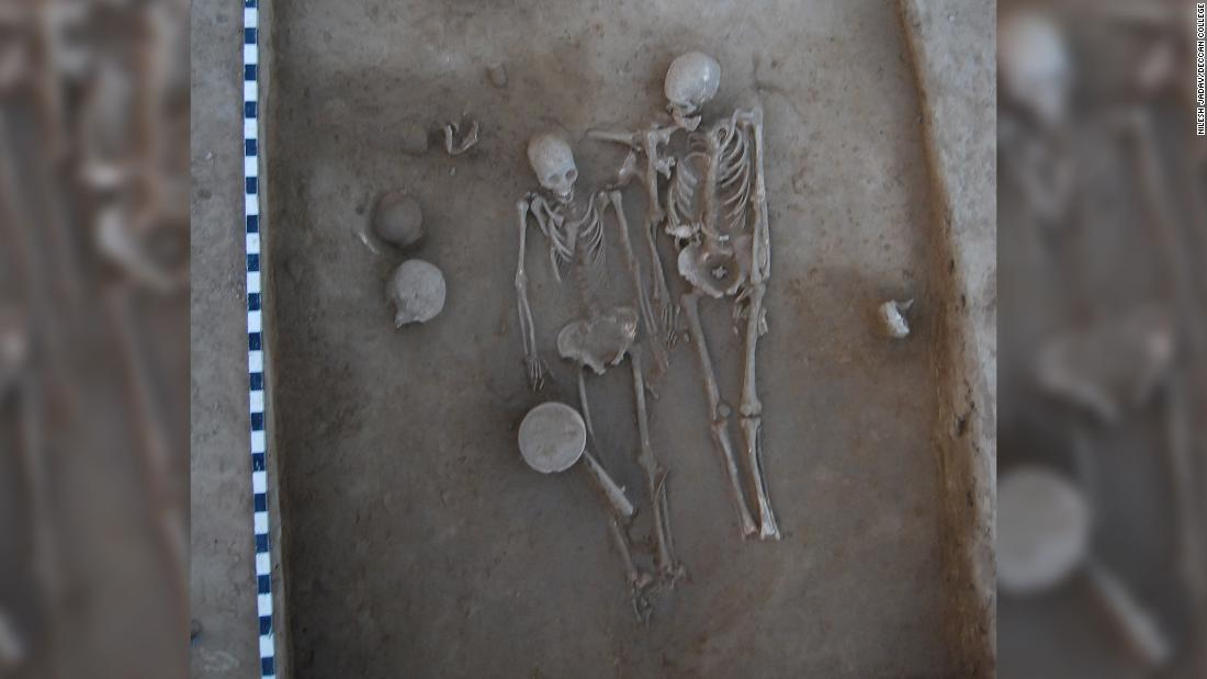 Ancient lovers found in Indian burial site mystify and intrigue archaeologists