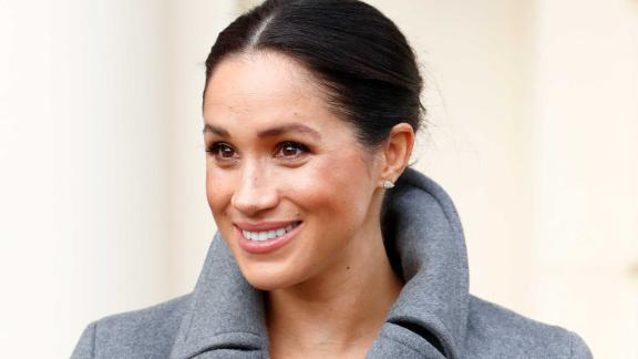 TWICKENHAM, UNITED KINGDOM - DECEMBER 18: (EMBARGOED FOR PUBLICATION IN UK NEWSPAPERS UNTIL 24 HOURS AFTER CREATE DATE AND TIME) Meghan, Duchess of Sussex visits the Royal Variety Charity's Brinsworth House on December 18, 2018 in Twickenham, England. Brinsworth House is a residential nursing and care home for those who have worked professionally in the entertainment industry. (Photo by Max Mumby/Indigo/Getty Images)