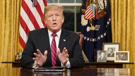 U.S. President Donald Trump deliversa televised address to the nation from his desk in the Oval Office about immigration and the southern U.S. border on the 18th day of a partial government shutdown at the White House in Washington, U.S., January 8, 2019. REUTERS/Carlos Barria