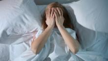 Hai voglia di carboidrati e dormi male mentre sei lontano dalla società? Ecco come trattare