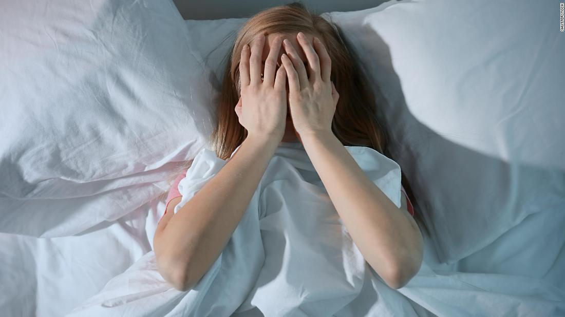 Craving Kohlenhydrate und schlafen schlecht, während die soziale Distanz? Hier ist, wie zu bewältigen