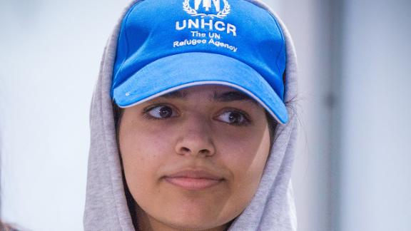 Saudi teenager Rahaf Mohammed al-Qunun arrives at Pearson International airport in Toronto, Ontario, on January 12, 2019. - The young Saudi woman who fled her family seeking asylum abroad is scheduled to land in Canada on Saturday after successfully harnessing the power of Twitter to stave off deportation from Thailand. Rahaf Mohammed al-Qunun, 18, was already en route to Toronto late Friday when Prime Minister Justin Trudeau announced that Canada would take her in. (Photo by Lars Hagberg / AFP)        (Photo credit should read LARS HAGBERG/AFP/Getty Images)