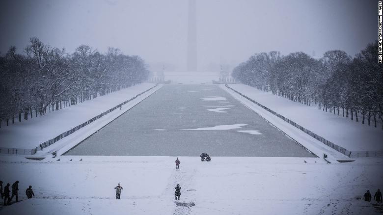 Winter storm heads to Washington