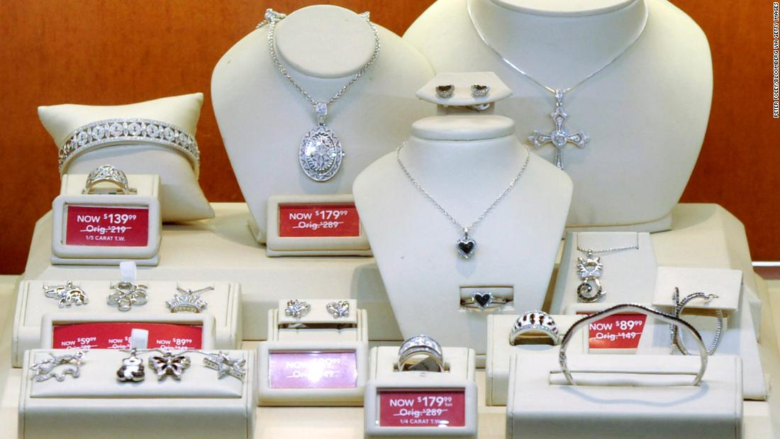 Mall jeweler Signet's sales soar as millennials rush to get hitched